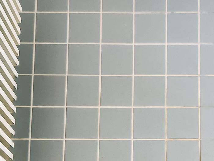 Pesuhuoneen laatat